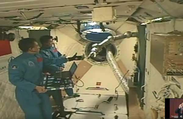 astronot-china-melakukan-eksperimen-di-tiangong-2